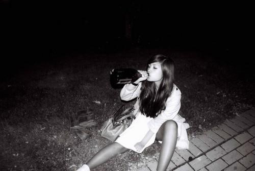 party,like,rockstar,beautiful,bw,drunk,emotion,girl-b85d9dad520fde6c37acb108defe8c3f_h