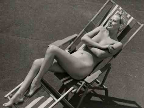 george-marks-nude-woman-sunbathing-in-beach-chair_i-G-56-5640-15YMG00Z