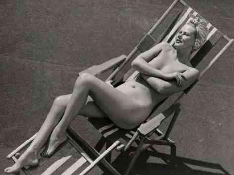 george-marks-nude-woman-sunbathing-in-beach-chair_i-G-56-5640-15YMG00Z